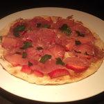 サルーン - イチゴと生ハムのピザ