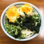 竹清 - うどん 1玉(セルフサービスで冷ぶっかけ) @170円 に 半熟卵 @100円 をトッピング。
