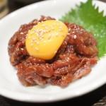 ホルモン酒場風土 - レアラムステーキユッケ
