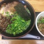 まえ田 - 料理写真:Cランチ   らーめん+焼き飯  ¥800   +ランチサービス替え玉