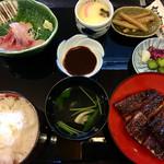 71386952 - うなぎ長焼き御膳¥3,090                       長焼きと鯉のあらい、茶碗蒸し、肝吸い、骨せんべい、お新香