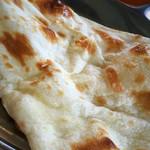 インド料理 NIRVANA - プレーンナンのアップ