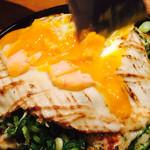 鉄板焼 広島お好み焼 ぶち - では、卵を崩して頂きまーす(*´∀`*)