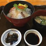 ゑびす亭 - 料理写真:生しらす入り海鮮丼   1600円  (2017/8/8)