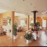 プティ・ホテル セ・ボン - 地元の杉(ログ)で作られたシックなレストラン