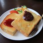 支留比亜 珈琲店  - イチゴジャムと小倉のトースト