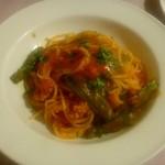 71391554 - サルシッチャとシシトウのトマトソーススパゲッティ