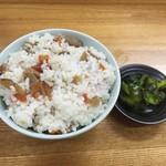 石かわ - ・「天ぷらそば&かやくご飯セット(¥500)」のご飯。