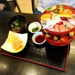 和海味処 いっぷく - 海鮮丼(上)の景色!