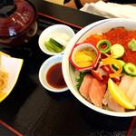 和海味処 いっぷく - 海鮮丼(並)の景色!