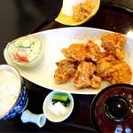 和海味処 いっぷく - 若鶏の唐揚げ御膳大盛り900円の景色!