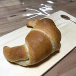 パン屋カフェ キャトル - クレッセント〜塩パン〜  82円 外