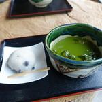 カフェレストラン美富士屋 - 黒豆大福と冷抹茶