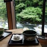 カフェレストラン美富士屋 - 音止めの滝になる前を眺めながら