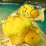 和楽園 - 奥:うみがめチョコメロンパン ¥200・前:うみがめメロンパン ¥190