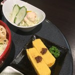 松阪まるよし - だし巻きとサラダ