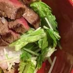 松阪まるよし - ステーキの下には野菜たっぷり