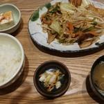 オリジンダイニング - 6品目の肉野菜炒め定食