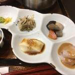 海鮮丼 とろ作 - 小鉢も力作
