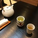 海鮮丼 とろ作 - お茶と出汁