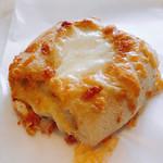 麦音  - とろーりチーズパン \250