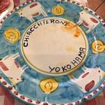 ピッツェリア キアッキェローネ - 前菜を完食すると、キァッケローネの文字があらわれます。可愛いお皿♪