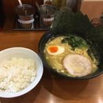 Yokohamaramenipponya - ラーメン+のり(5枚)+ライス