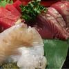 TARO食堂 - 料理写真:宴会メニュー4人前:刺し盛り(マグロ・カツオ・ヒラメ)