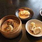 あたか飯店 - シャークナゲットのマヨネーズソース、水餃子、もち米しゅうまい、ニラ餃子