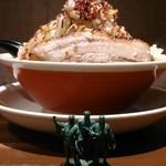 豚そば ココトン - 味噌そば950円 側面