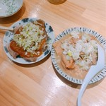 小江戸 - 赤身刺し(左)、煮込み(右)