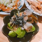 小江戸 - アボカドの梅おかか(手前。320円)