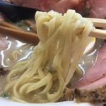 あいつのラーメン かたぐるま - こくとん塩チャーシューメン(1000円)麺リフト