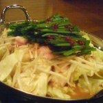 登龍門 - 冬場限定のホルモン鍋。ラーメンか雑炊付でお徳でした。