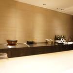 チウネ - 美しい美濃檜のカウンター