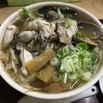 71432244 - 【2017年06月】カキラーメン(魚醤:こってり)のアップ。