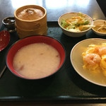 菜館Wong - サービスランチ。900円。少なそうに見えて結構満足します。美味しいです。