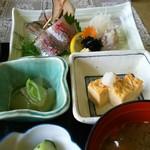 伊豆之助 - アジのお刺身と小鉢