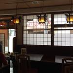 菜館Wong - ほとんどテーブル席です。