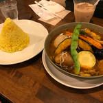 spice&cafe SidMid - ベジー(スープカレー/素揚げ野菜が美味しいとの表示) ※半熟スモーク煮卵(トッピング)