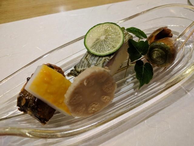 きん田 - 前菜(鮎の有馬煮、イカの黄身焼き、辛子蓮根、鯖棒寿司、チャンバラ貝)