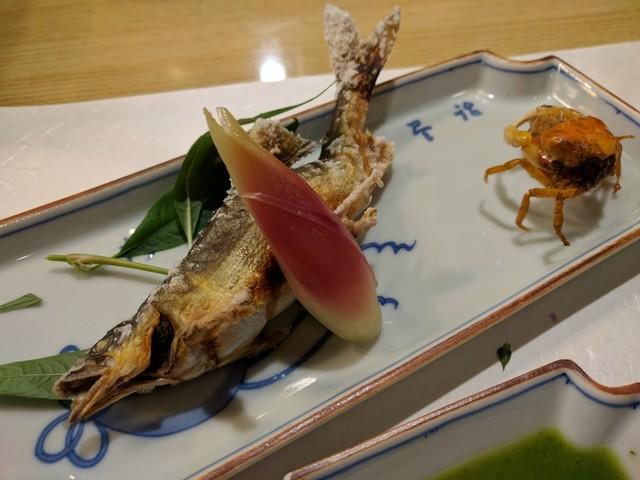 きん田 - 天然アユ塩焼き 沢ガニ唐揚げ 丸十レモン煮