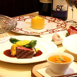 """今が旬の食材を使った""""季節のおまかせコース""""¥4,800"""