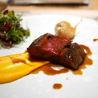 SUGALABO - 料理写真:黒毛和牛(仙台)ハラミのロースト、人参のピューレ(海老原農園)、関金わさび(鳥取)、青森のにくにく