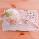 トントンカフェ - 桃とパイナップルのパフェ900円