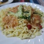 ウルムチ フードアンドティー - セリクアシ    ウイグル風特製ソース入りの麺