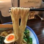 71456404 - 醤油らーめん 麺