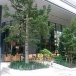 ジージーコー - 木々に囲まれたテラス席