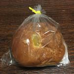 フレッシュベーカリーコットン - 料理写真:マロンパン 150円