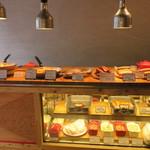 ナイス トゥー ミート ユー コダマ - ミートパイや生ハムなどの物販の1F1
